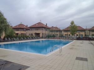 Inchiriere vila Sun Flowers Grand Residence vedere piscina