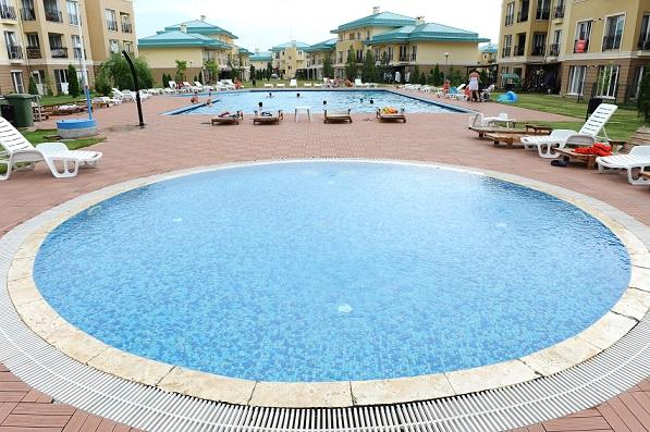 cosmopolis-piscina-3